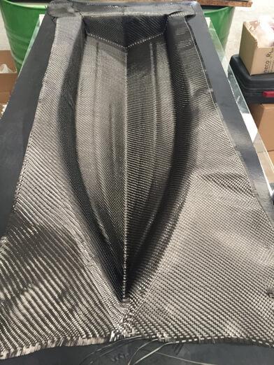fibra de carbono en el molde